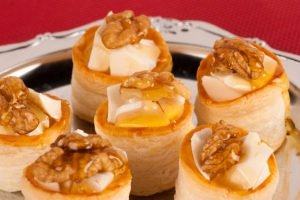 Manchego cheese & walnuts